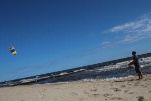 Drachensteigen am Strand von Koserow